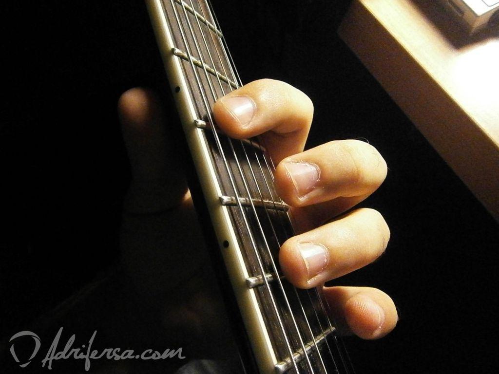 afinar usando armónicos natruales - afinar la cuerda cuatro