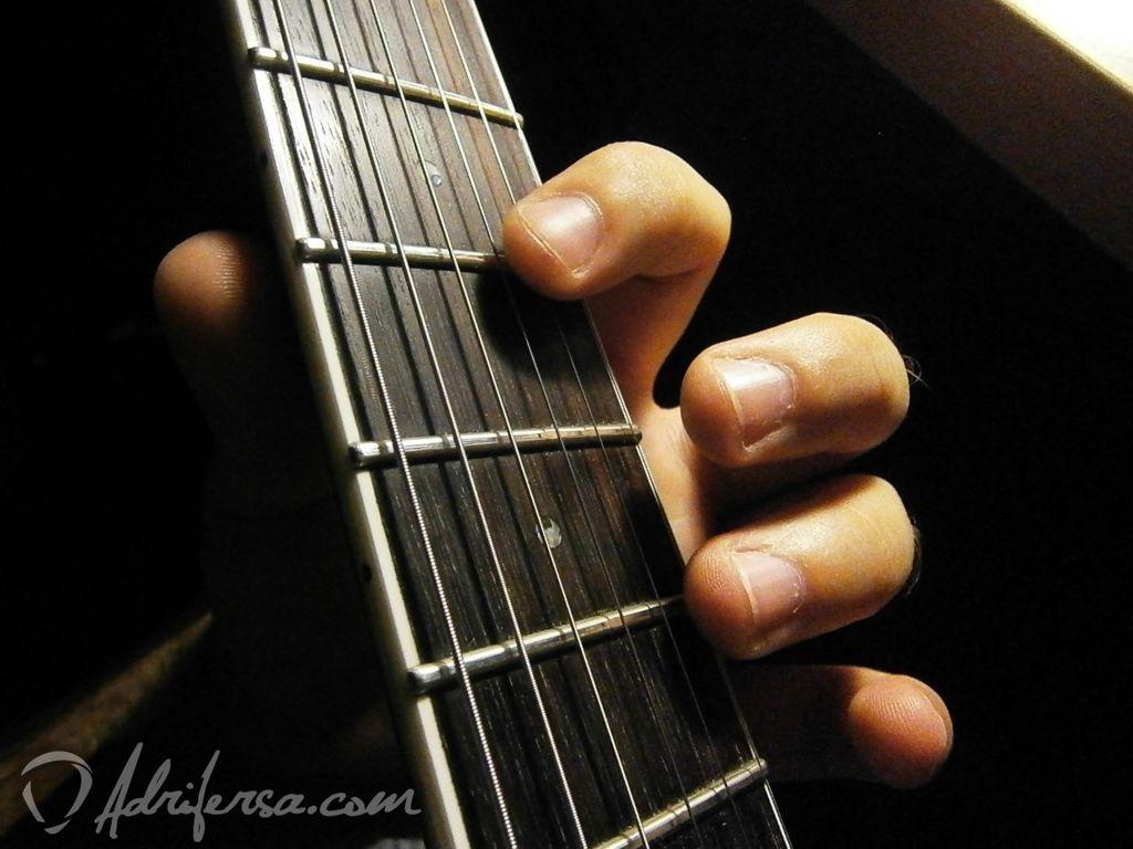 afinar la cuerda uno con armónicos naturales
